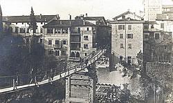 La passerella costruita dopo la distruzione del ponte (Fonte: Fruili Sera)