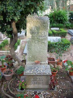 2012-07-04_Roma_tomba_di_Antonio_Gramsci.jpg